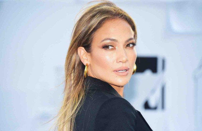 beauty-2016-04-jennifer-lopez-bronzer-highlighter-blush-main